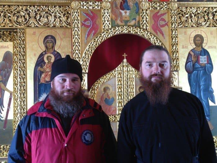Настоятель храма иеромонах Вениамин Мальцев (справа) и автор статьи диакон Максим Герб.