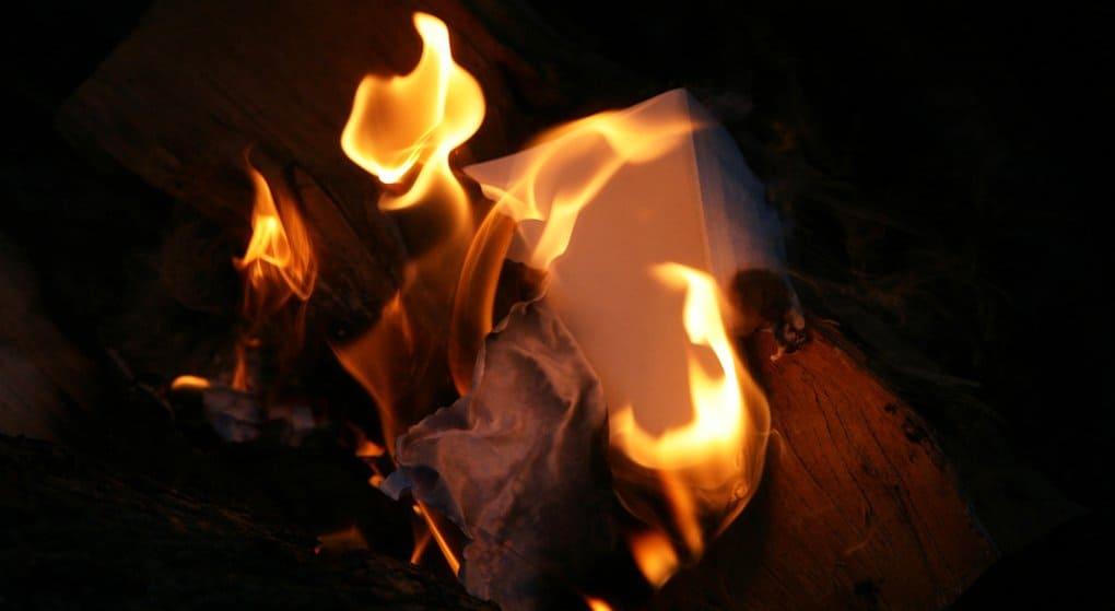Сотни христианских книг сожжены экстремистами в Ираке