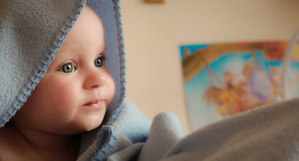 Количество отказов от детей в российских роддомах снизилось на 20%