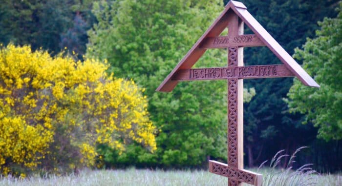 Когда ходят на кладбище после Пасхи?