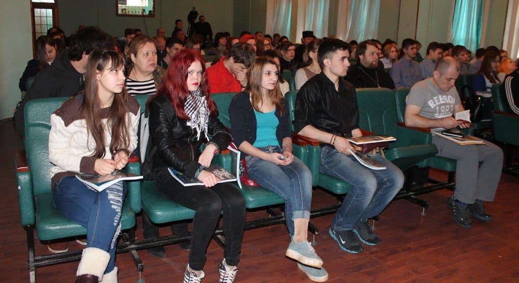 Калужанам подарили спецвыпуск «Фомы» о малых городах России
