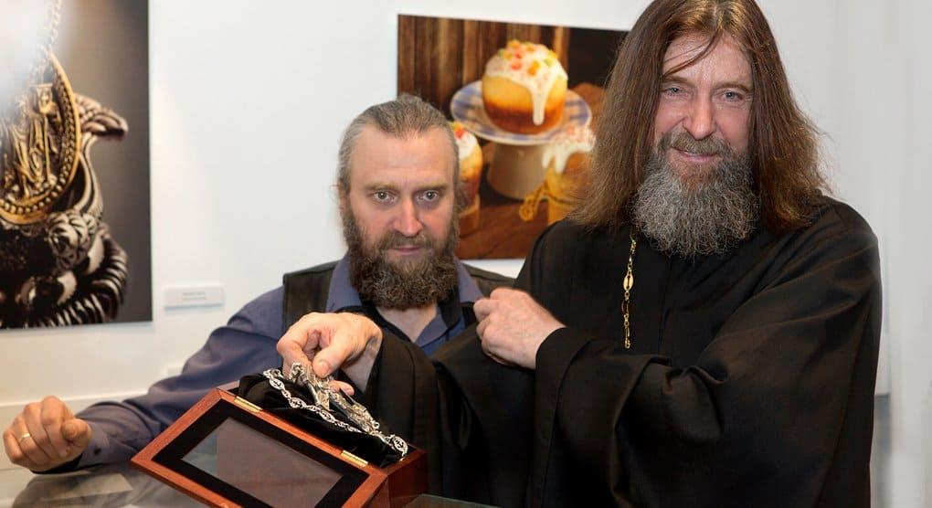 Отцу Федору Конюхову подарили уникальный «морской» крест