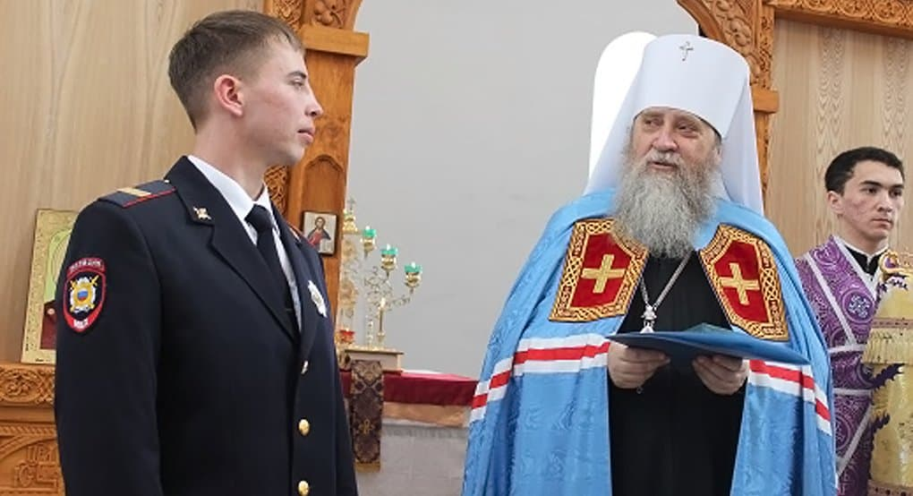 Полицейского, обморозившего руку при спасении людей, наградили церковным орденом