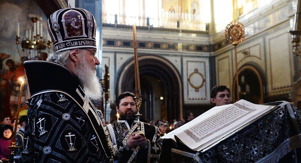 Патриарх Кирилл на утрени Великой Пятницы прочитал 12 Страстных Евангелий