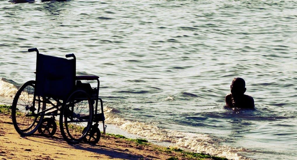 Правительство попросили оборудовать пляжи для инвалидов