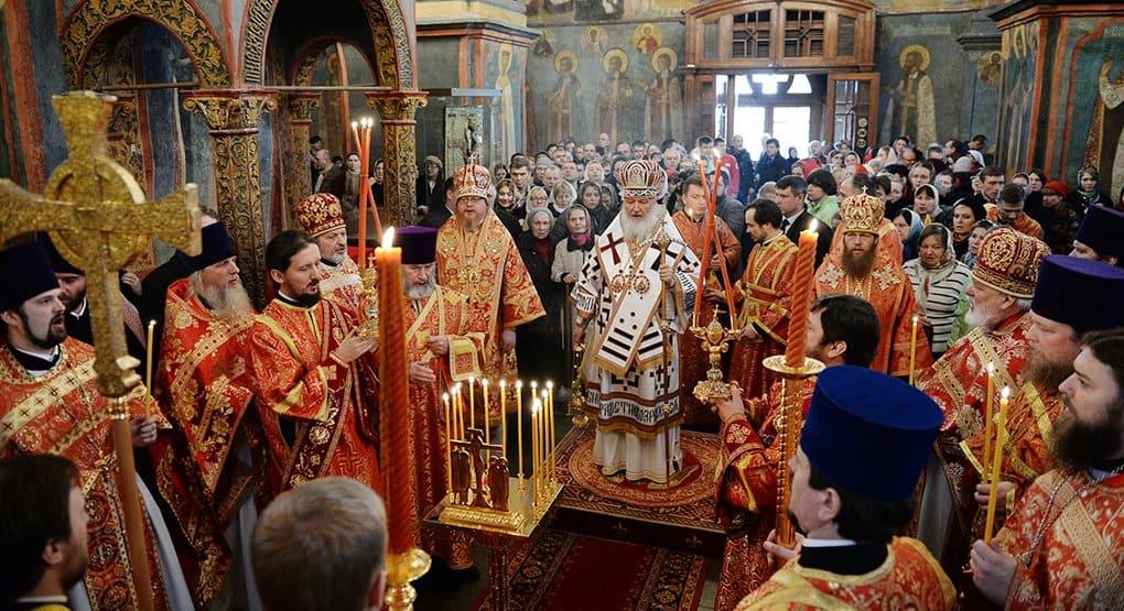 На Радоницу патриарх Кирилл в Архангельском соборе помянул усопших