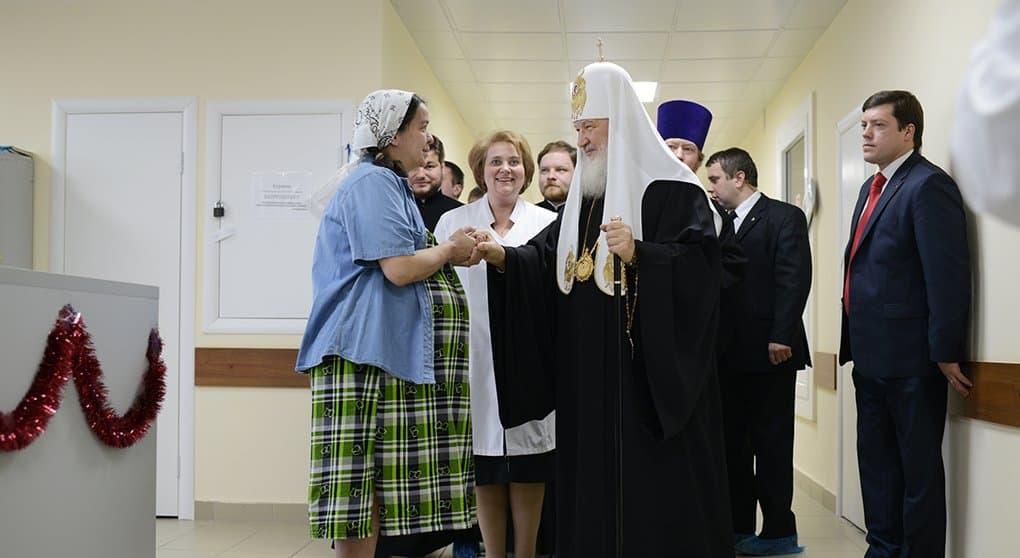 Важнейший шаг в деле защиты детей - помощь молодым мамам, - патриарх Кирилл