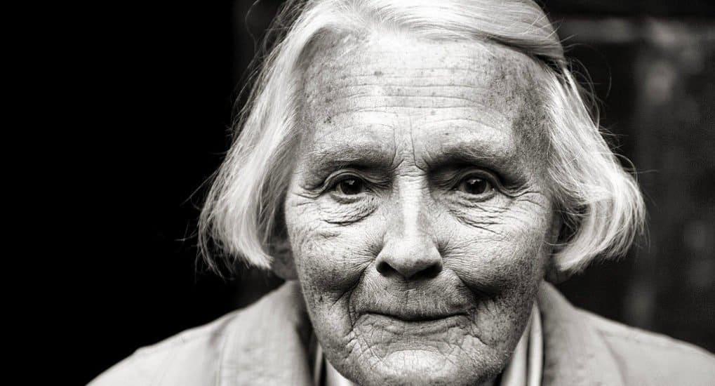 Может быть крестной бабушка?