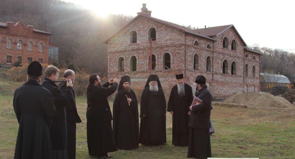 Свято-Серафимовский мужской монастырь (Владивосток, остров Русский)