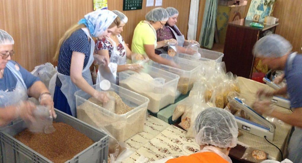 «Народные обеды» для малоимущих начали фасовать в Калуге
