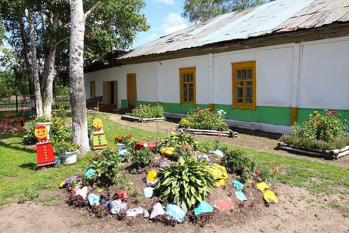 Школа, которая была церковно-приходской, ныне - коррекционная