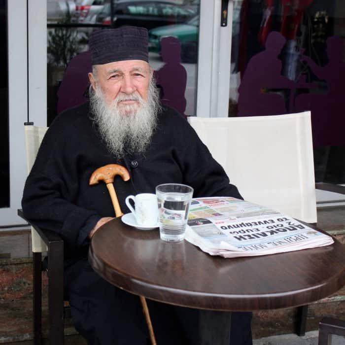 Православный священник. Калабака, Греция. Фото Nagarjun