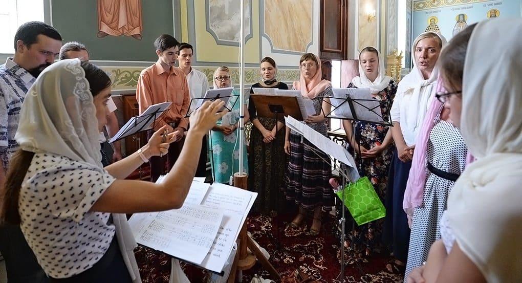 Высоко-Петровский монастырь приглашает научиться пению акафистов