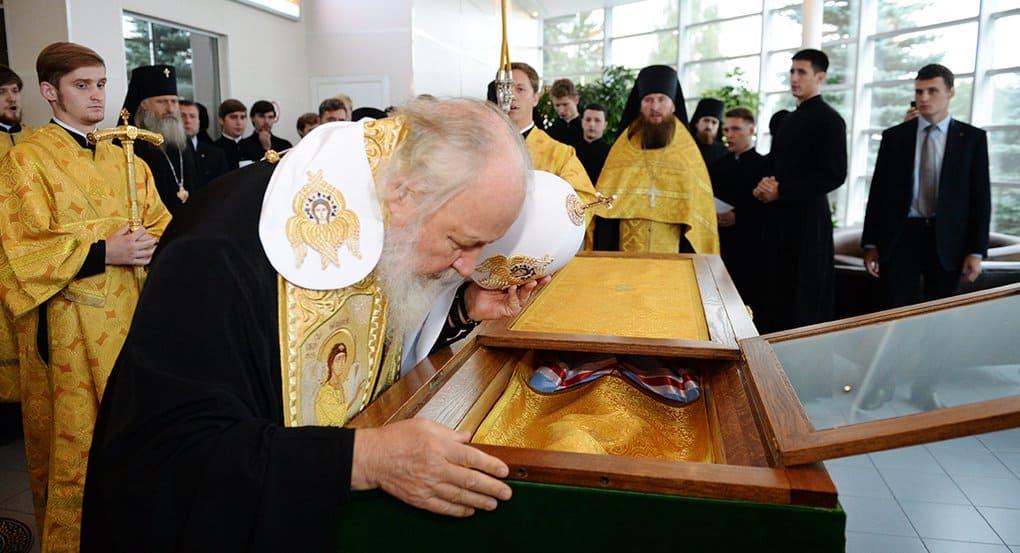 Патриарх Кирилл возглавил перенесение мощей святителя Макария (Невского) на Алтай
