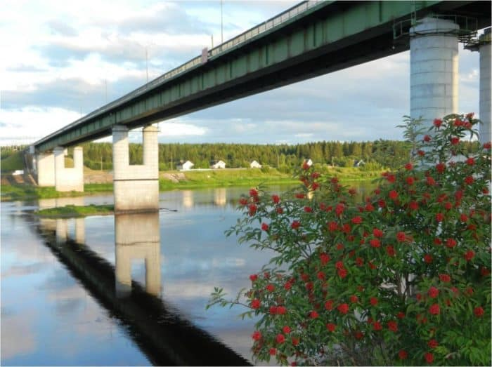 Мост через реку. Тотьма. Фото Ивана Попова