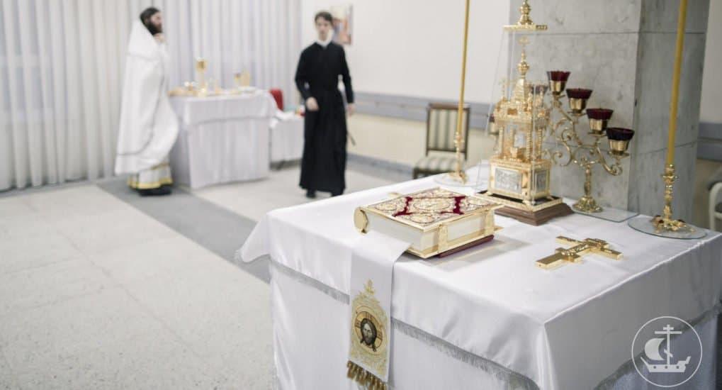 Грех ли держать дома напрестольные Евангелие и крест?