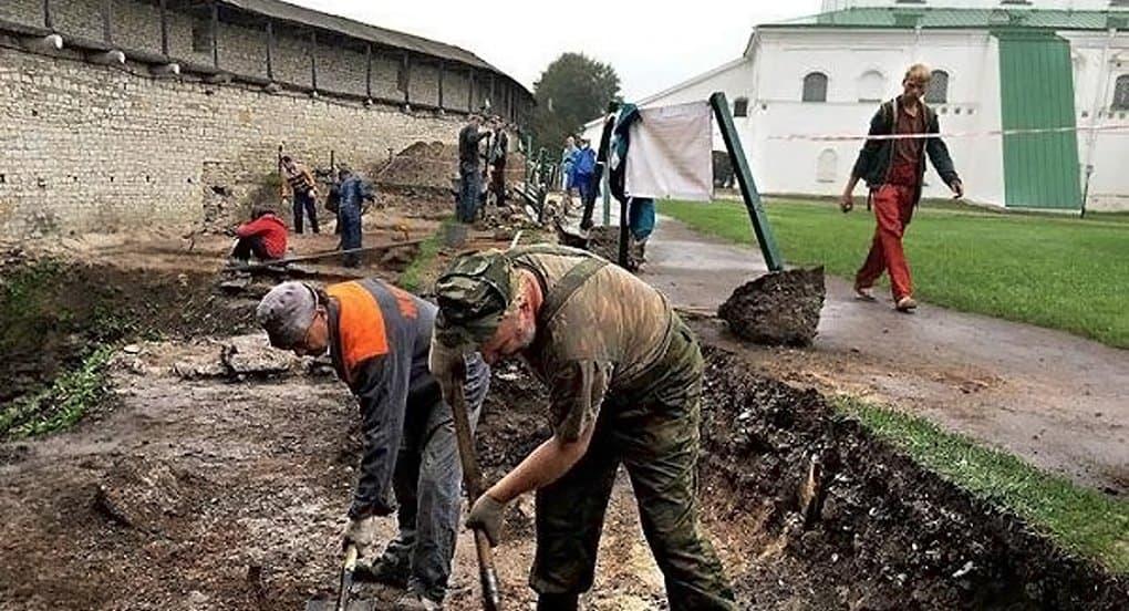 В Псковском Кремле раскопали архиерейские палаты XVII-XVIII веков