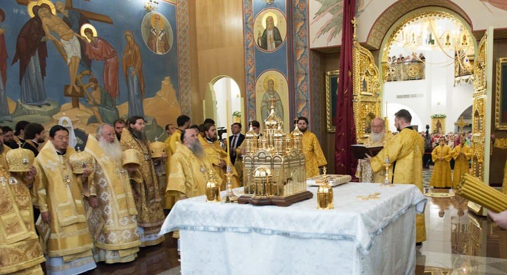 Патриарх Кирилл освятил кафедральный собор и храм на Сахалине