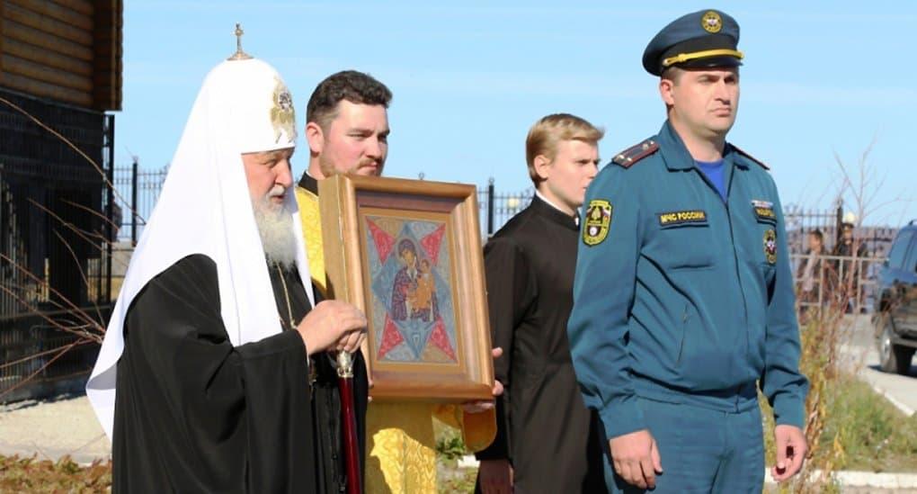 Патриарх Кирилл подарил спасателям Чукотки икону «Неопалимая Купина»
