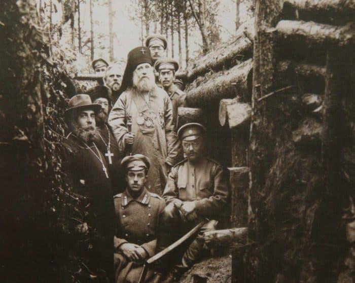 Архиепископ Тихон на фронте, в окопах 70-го Рижского полка. 1916