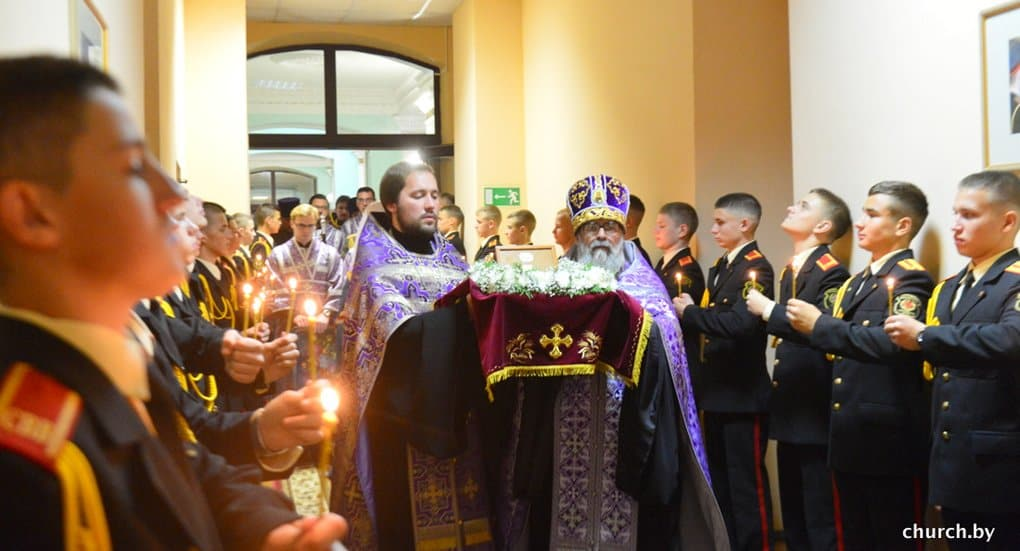 Белорусским суворовцам подарили мощи трех святых воинов