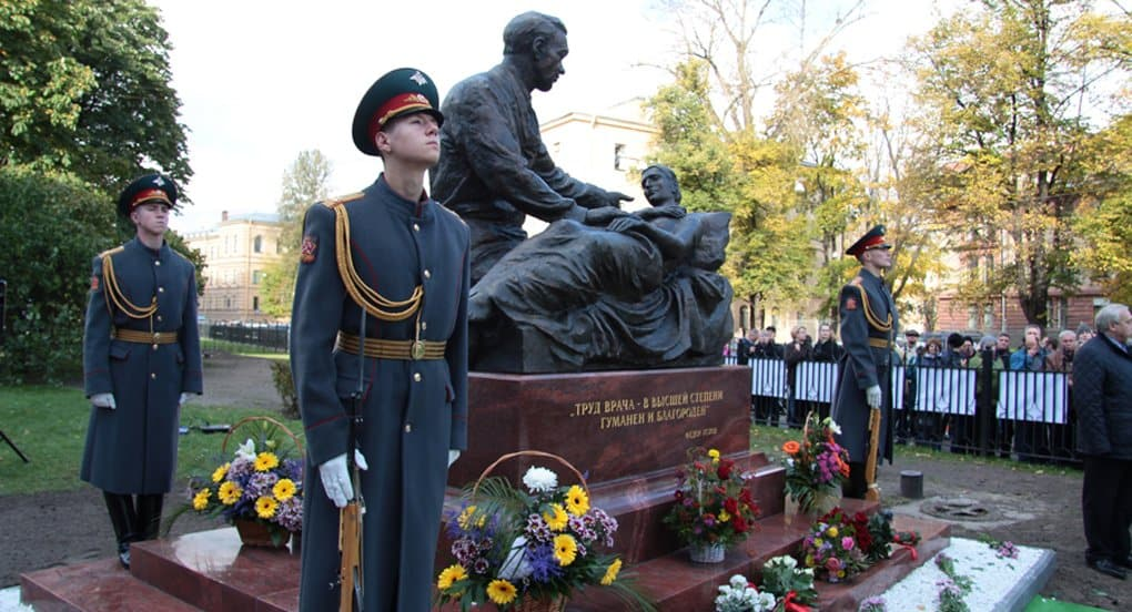 Памятник выдающемуся хирургу Федору Углову открыли в Петербурге