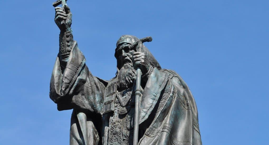 Патриарх Кирилл предложил доработать модели памятников русским Первосвятителям