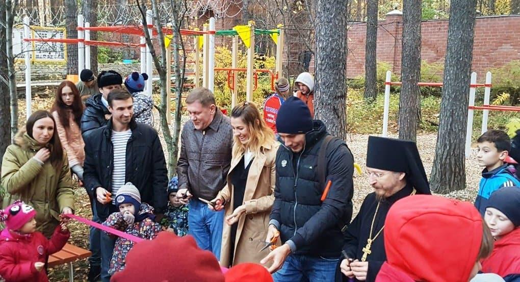 Олимпийцы открыли спортплощадку при екатеринбургском храме
