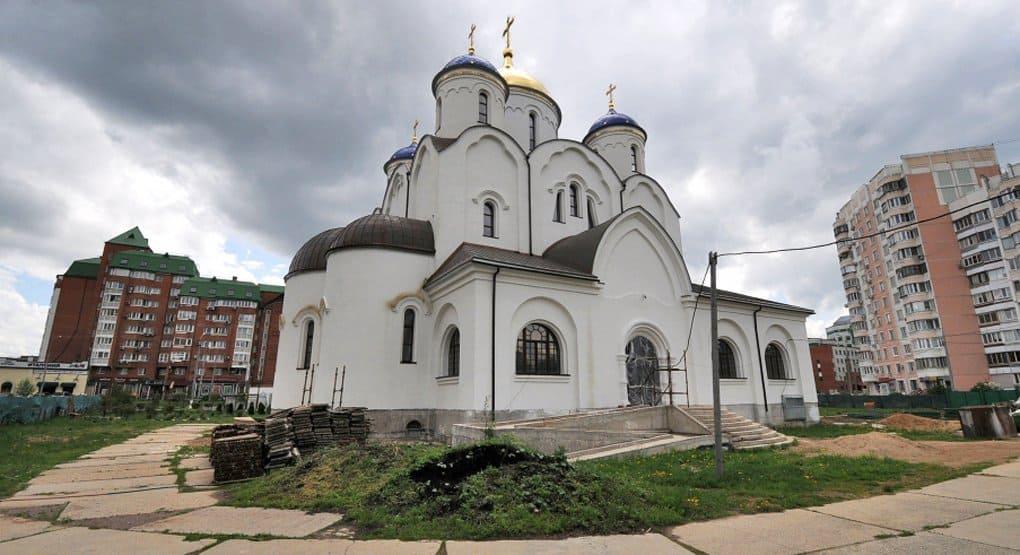 В Бутово возводят один самых больших и красивых храмов Москвы