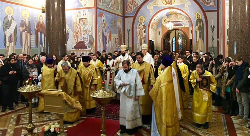 Австрийские школьники, изучающие православие, побывали на Литургии