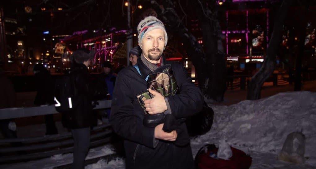 Бездомным Москвы бесплатно раздали зимнюю обувь