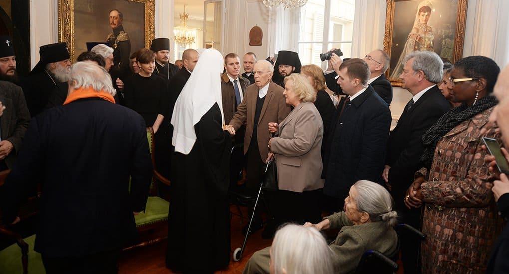 Патриарх Кирилл навестил под Парижем русских эмигрантов