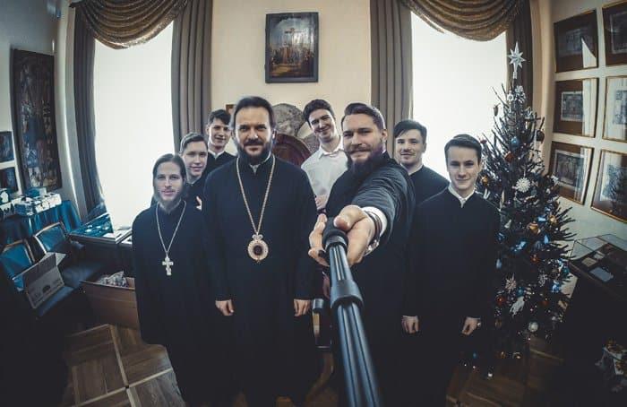 Участники флешмобов с архиепископом Амвросием, 2015 год. Фото: Константин Шнуров