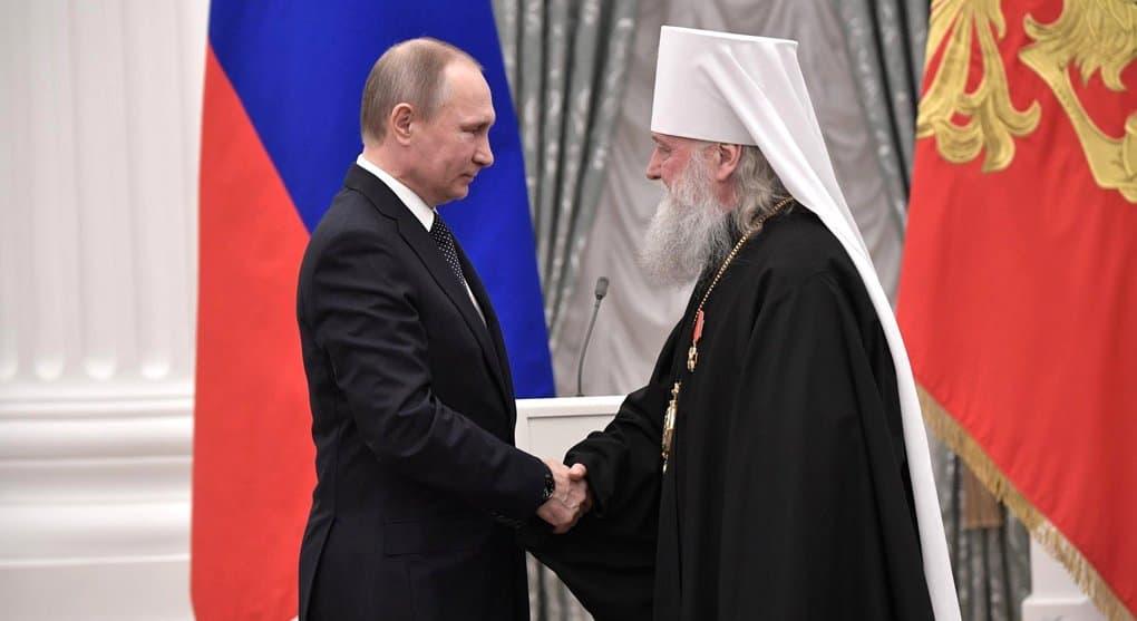 Владимир Путин удостоил двух служителей Церкви госнаград