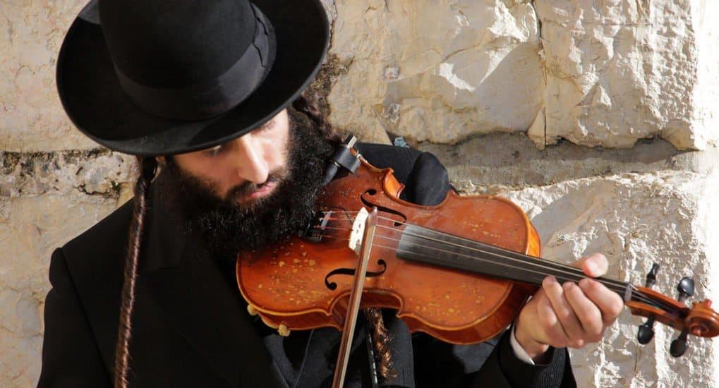 Девушка сказала, что выйдет замуж, если приму иудаизм. Что делать?
