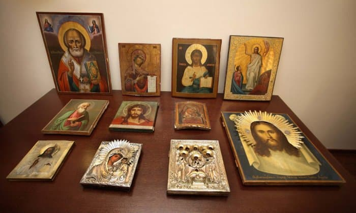 Тульские полицейские нашли и вернули храму украденные старинные иконы