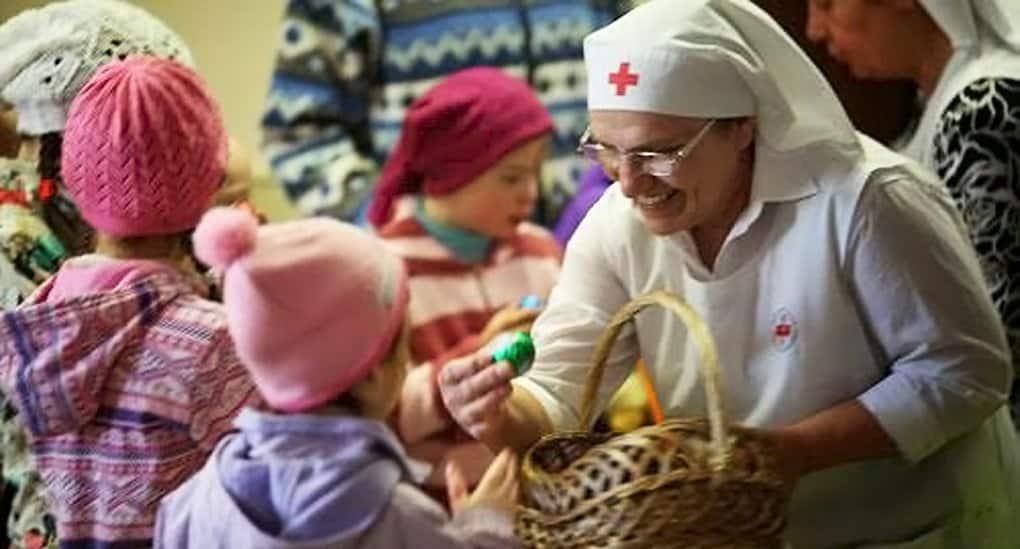 Более 13 тысяч нуждающихся поздравит с Пасхой служба «Милосердие»
