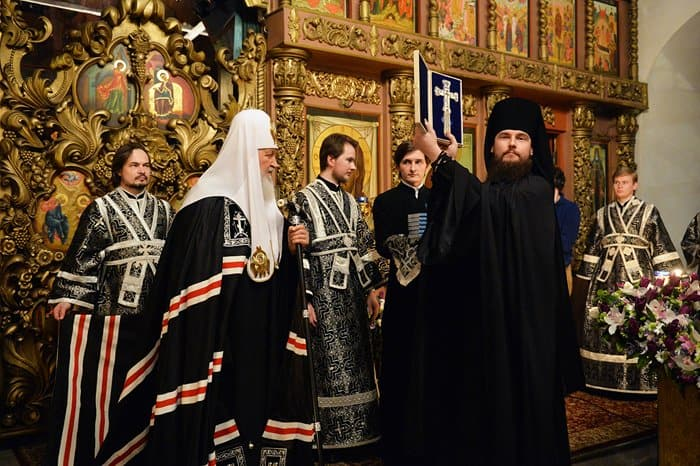 Патриарх Кирилл передал Высоко-Петровскому монастырю икону XVIII века