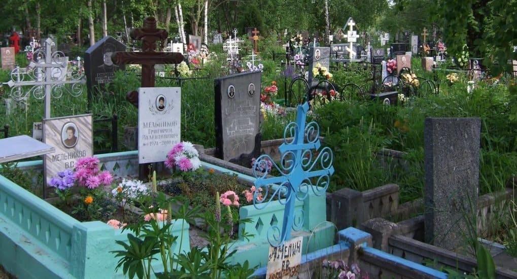 Можно ли взять икону с чужой могилы?