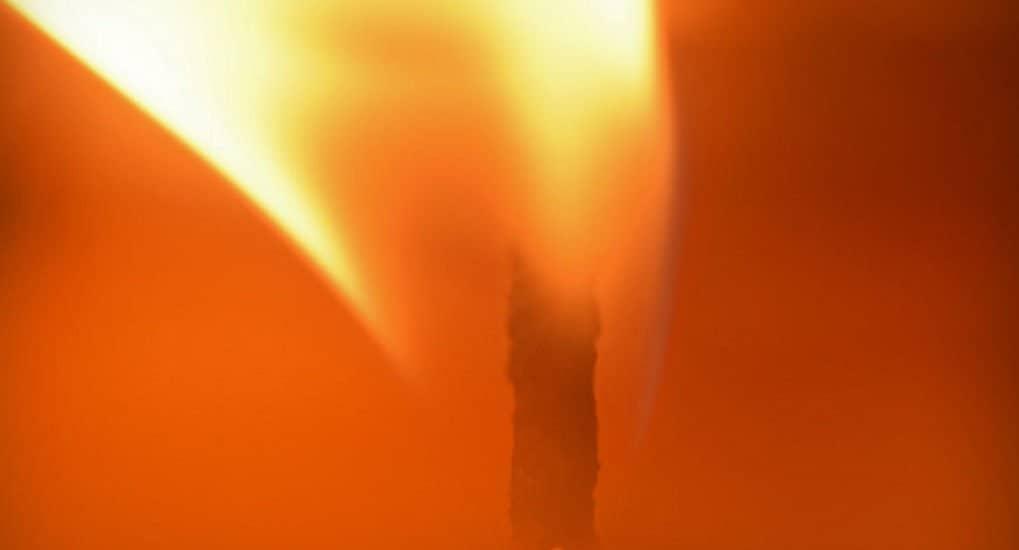 Можно ли сжигать свечу до конца?