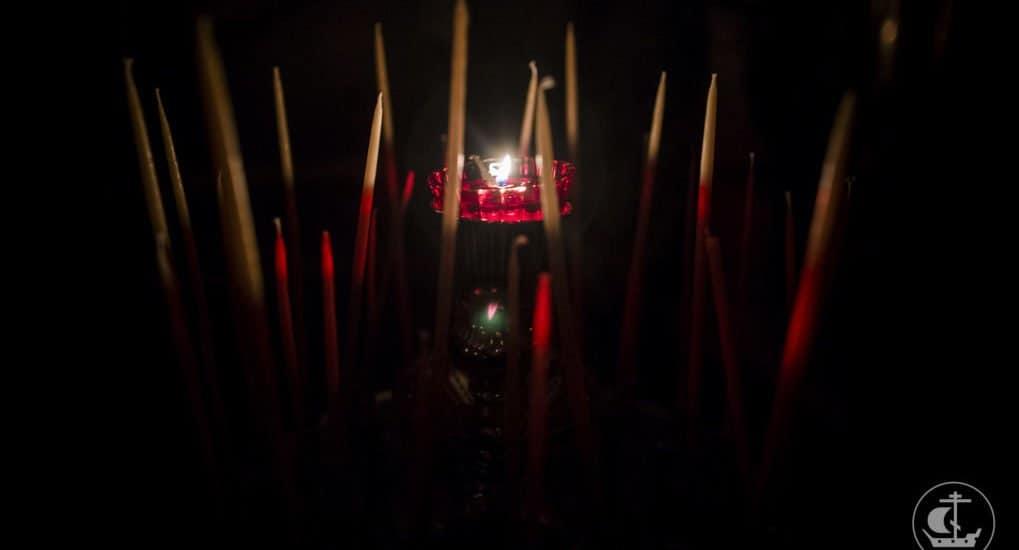Как правильно ставить свечи?