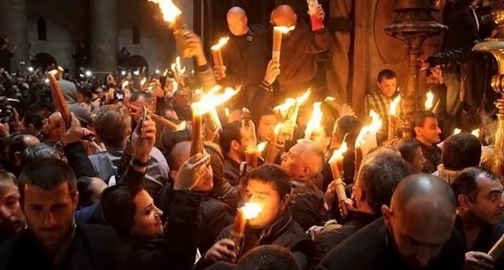 Благодатный огонь из Иерусалима доставят в Москву 27 апреля