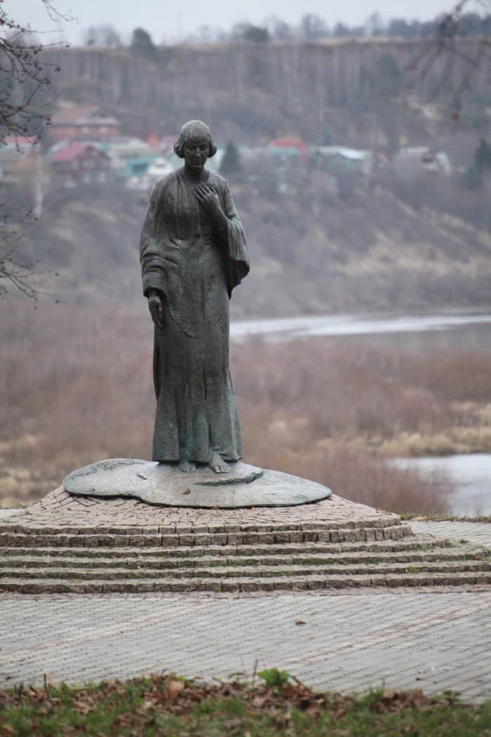 Памятник Марине Цветаевой_Фото Владимира Ештокина