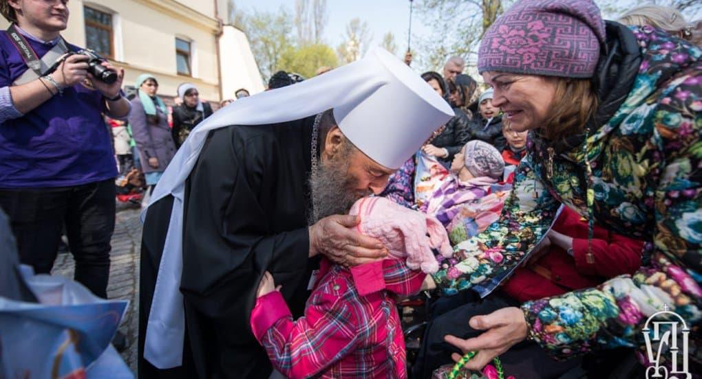 Митрополит Онуфрий будет крестить каждого пятого ребенка в многодетных семьях Украины
