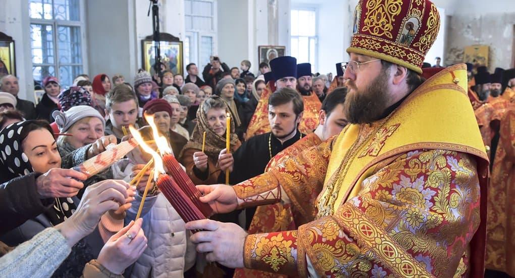 В главный собор Вологды впервые доставили Благодатный огонь