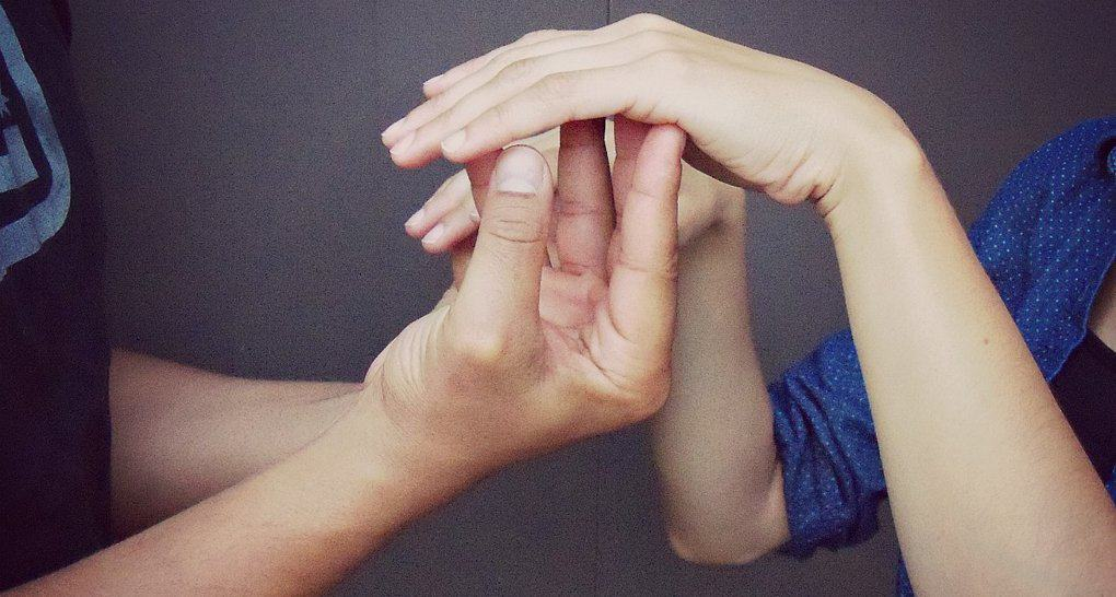 Священников и соцработников научат общению со слепоглухими