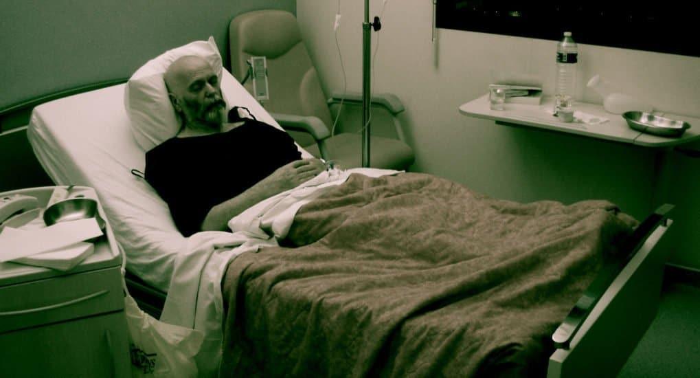 Можно ли молиться парализованному человеку лёжа?