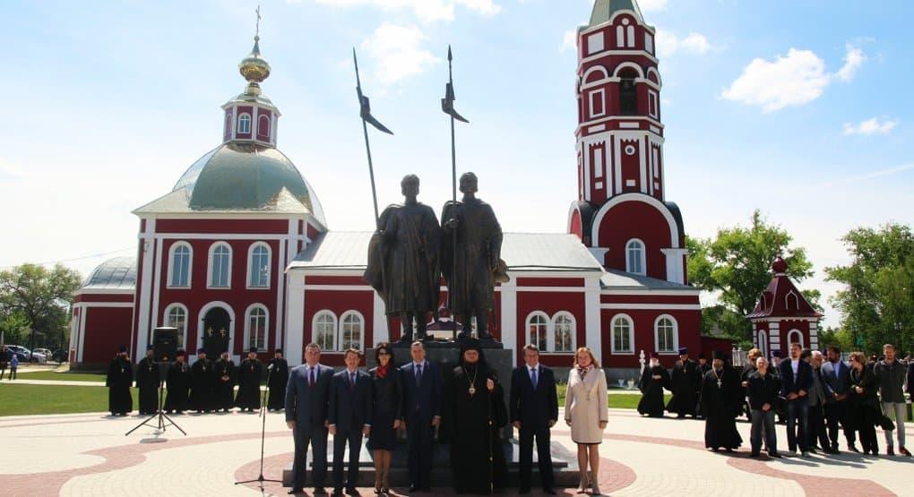 В Борисоглебске установили памятник святым покровителям города