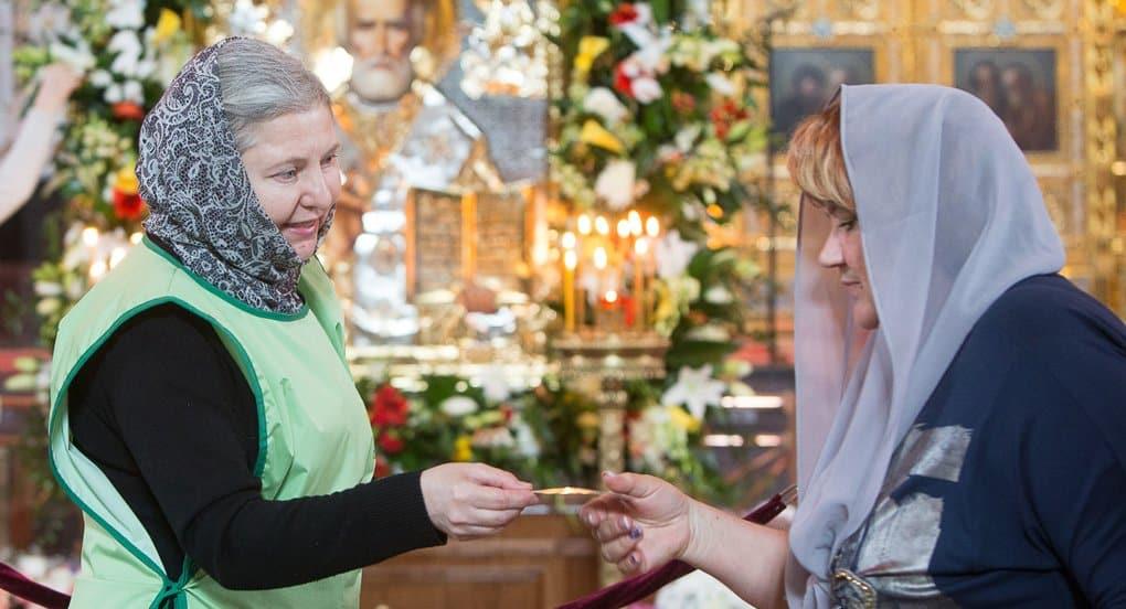 Идет запись добровольцев на дежурства у мощей Николая Чудотворца в Петербурге