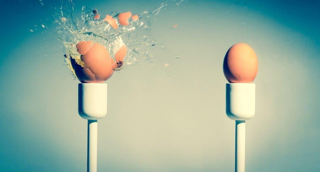 Что означает, если в красном углу лопнуло и протухло яйцо?